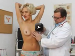 OldPussyExam Fake Dong in pussy during a mother gyno