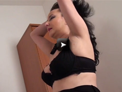 Mature NL Naughty mature slut masturbating alone