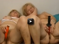 OmaPass Two old grannies masturbating