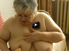 OmaPass Old chubby granny and her dildo in action
