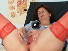 Sexy mature masturbation hairy pussy